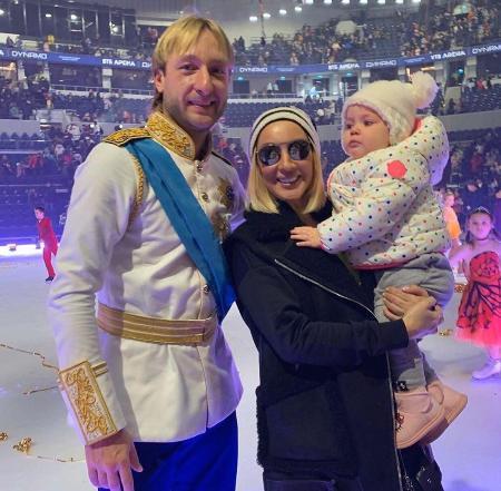 Лера Кудрявцева впервые после операции на груди вышла в общество