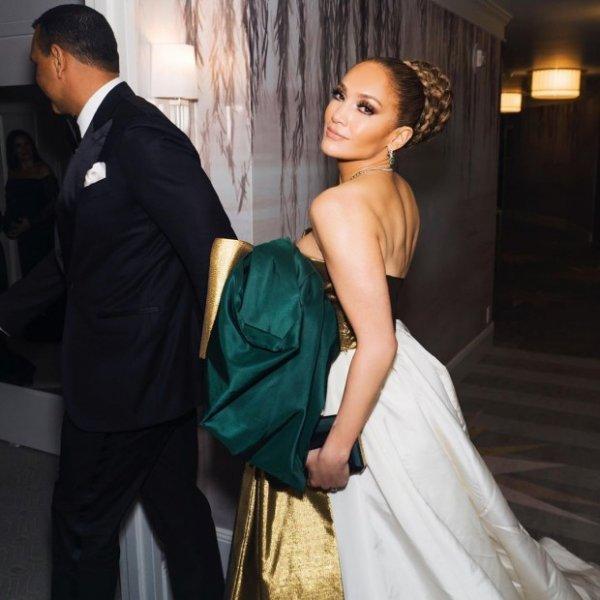 Дженнифер Лопес в потрясающем платье посетила церемонию вручения премии Ассоциации Кинокритиков в Лос-Анджелесе