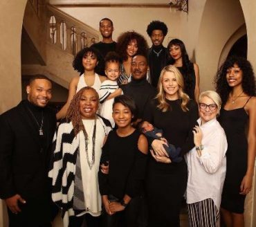 Eddie Murphy has decided to suspend his career and enjoy the company of 10 children