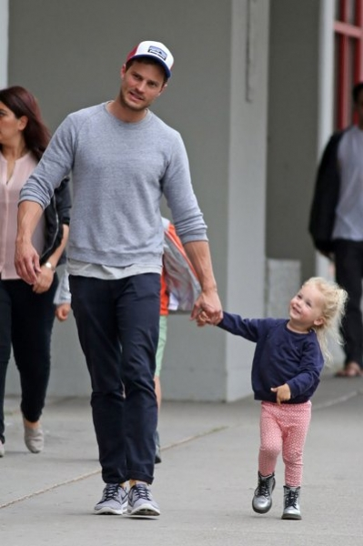 "The star of ""Fifty shades of grey Jamie Dornan took a walk ... Orlando Bloom Split"