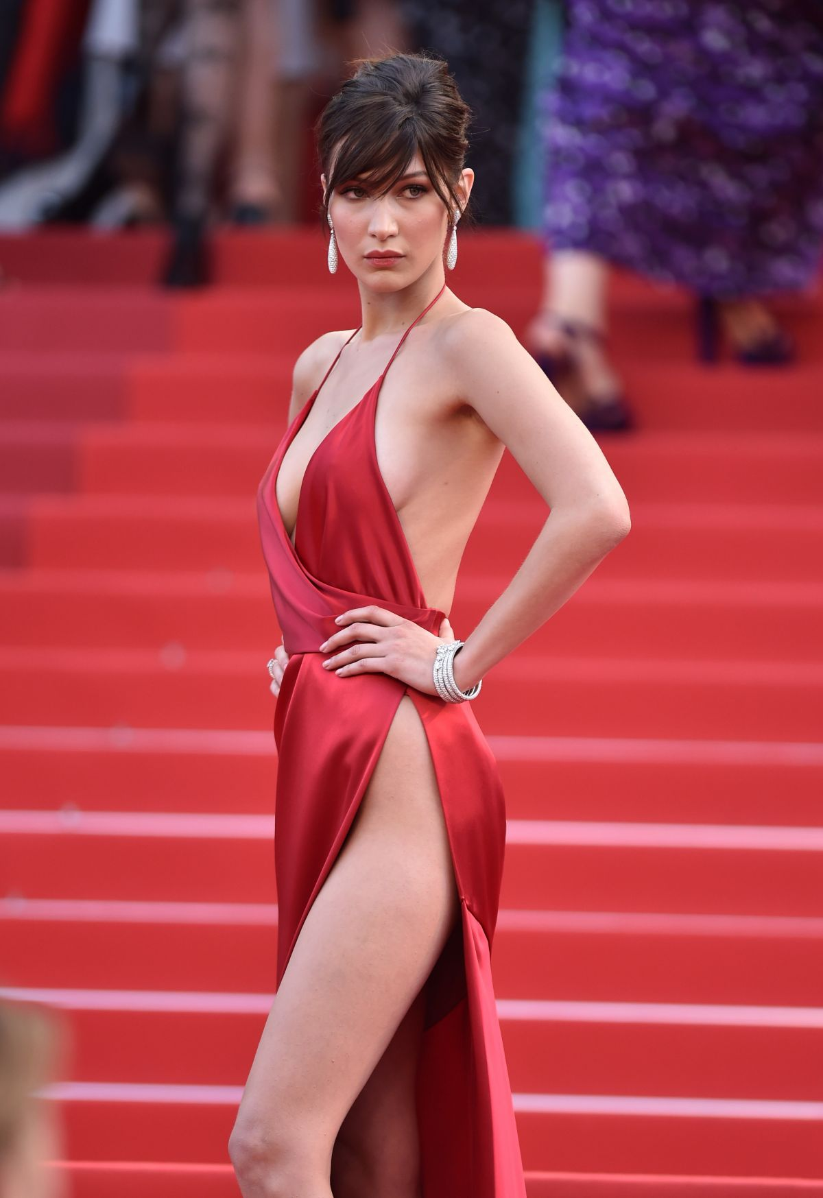 bella-hadid-at-la-fille-inconnue-premiere-at-69th-annual-cannes-fil-festival-05-18-2016_2