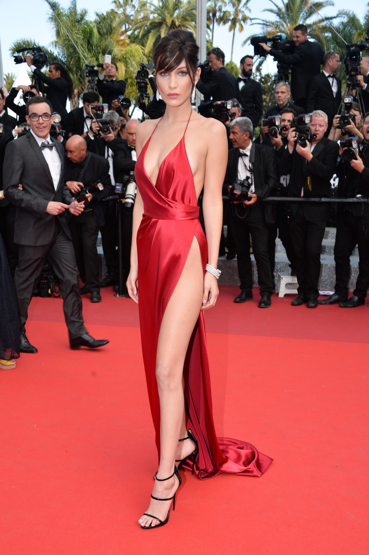 bella-hadid-at-la-fille-inconnue-premiere-at-69th-annual-cannes-fil-festival-05-18-2016_3