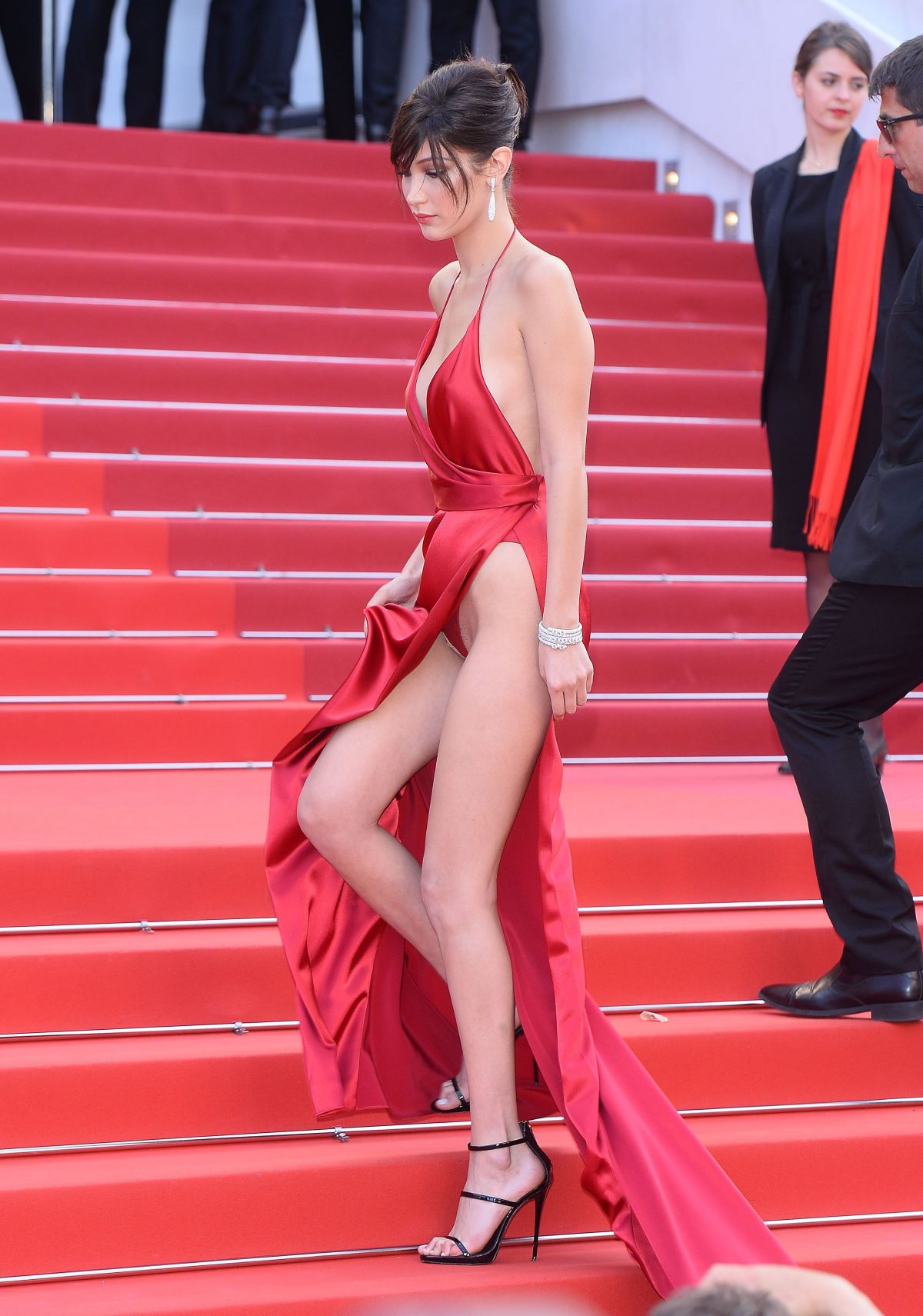 bella-hadid-at-la-fille-inconnue-premiere-at-69th-annual-cannes-fil-festival-05-18-2016_4
