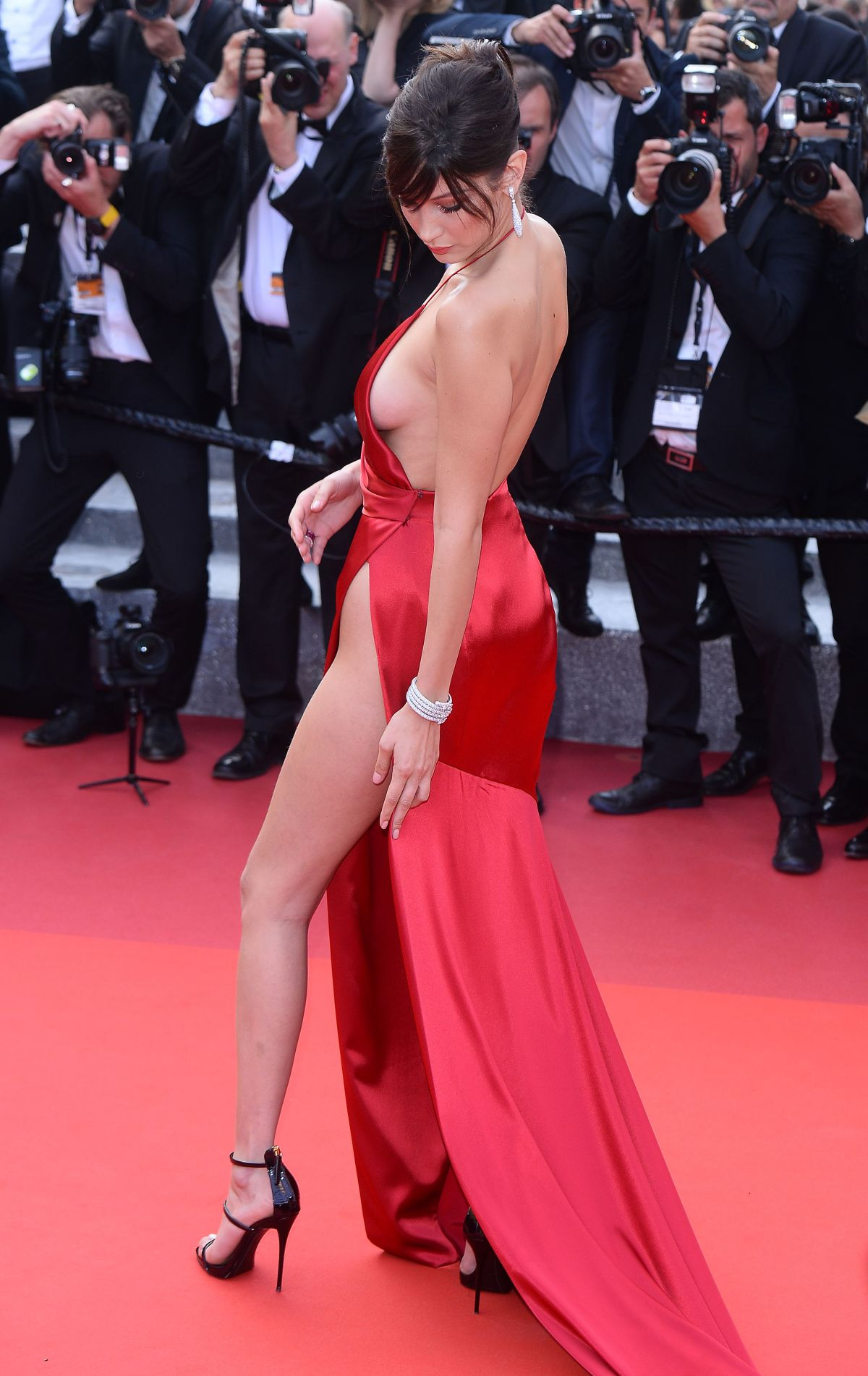 http-forum.ns4w.org-showthread.php-570203-bella-hadid-the-unknown-girl-premiere-at-69th-annual-cannes-film-festival-05-18-16-adds-s-08ce82a2f025b7305318944fd6bd9518_31