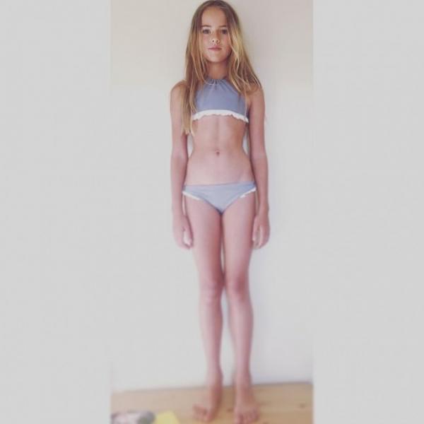 image Teen showing her undies