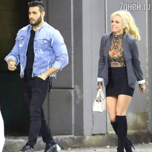 Britney Spears staged a new boyfriend-the bodybuilder a ... бритни спирс