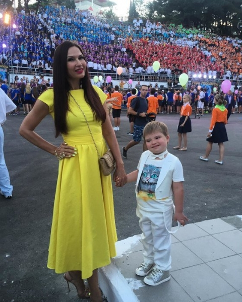 49-year-old Evelina Bledans is pregnant with her third child 09/17/2018 34