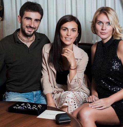 В интервью HELLO! певица Сати Казанова впервые рассказала о том,...