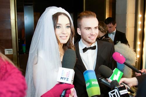 After the divorce, Victoria Daineko does not disdain dating sites 11/23/2017 54